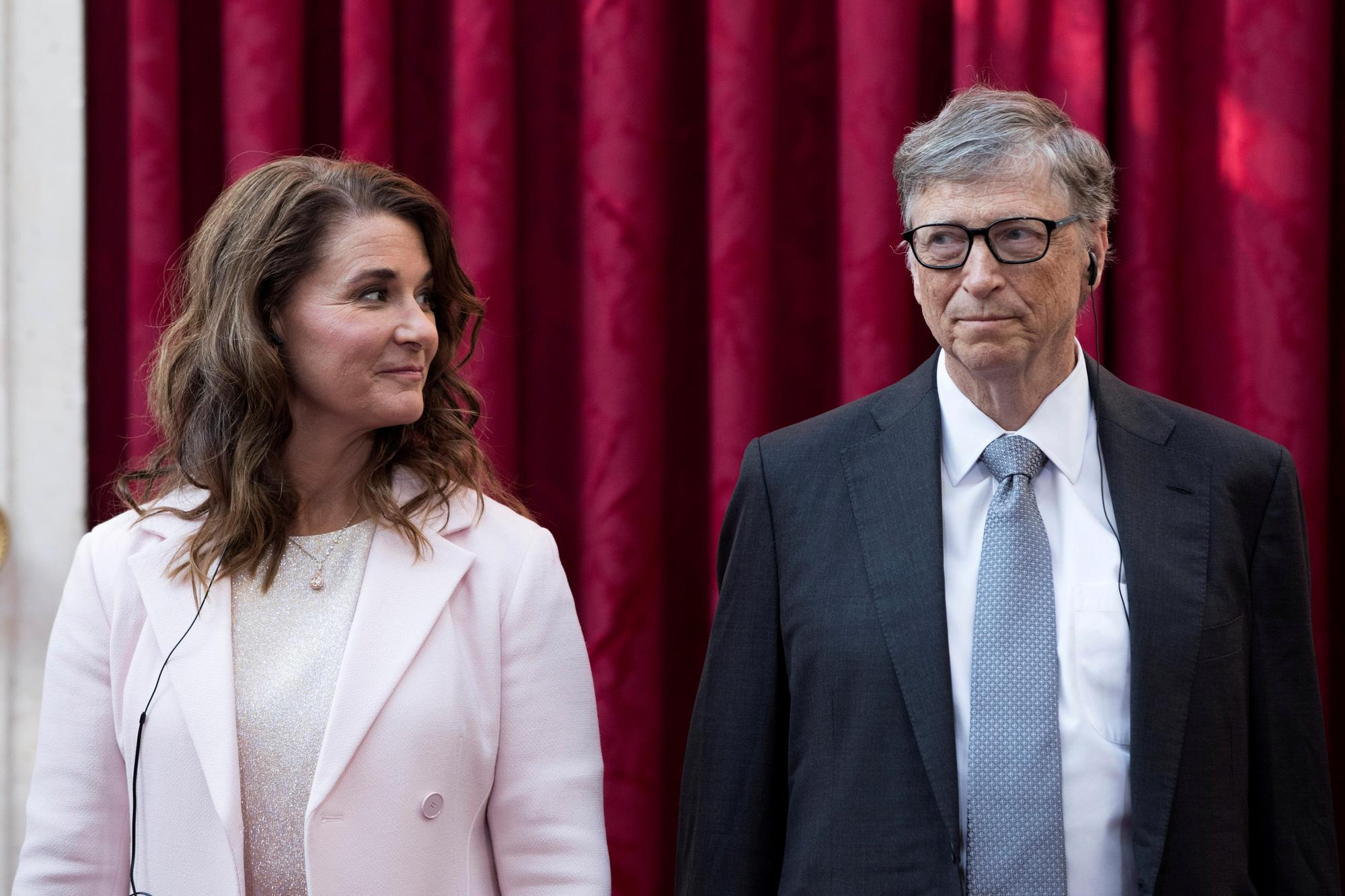 Tỷ phú nhà sáng lập Microsoft - Bill Gates ly hôn với vợ sau 27 năm